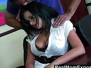RealMomExposed &ndash_ I lost my job, palpate me with your dick