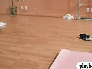 Busty blonde trainer teaches yoga action with team a few babes