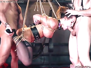 Brunette double penetrated not later than fetish threesome
